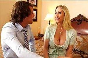 Будоражащая сцена анального секса с Сашей Грей