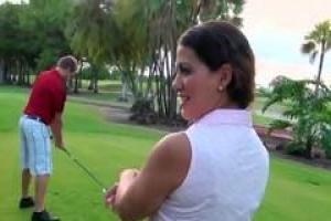 Адриана стала членом классного гольф-клуба и получила doublefucked старыми участниками