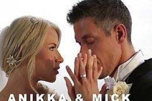 Anikka Albrite просто женился, и у нее уже есть анальный секс с ее новым мужем
