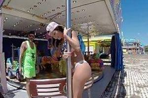Franceska Jaimes работает в парке развлечений и забавных парнях с ее трудным отверстием задницы