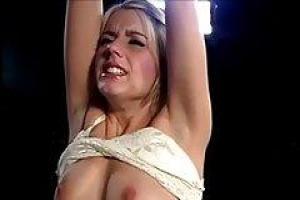 Amber Lynn поддалась своим интимным желаниям